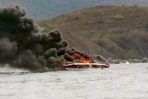 Hai người bị bỏng trong một vụ cháy ca nô trên vịnh biển Nha Trang