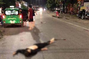 Video xe máy Exciter kẹp 5 đâm dải phân cách khiến 4 người tử vong