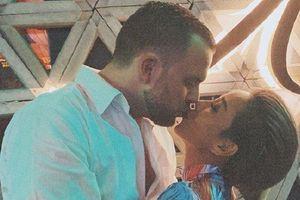 Thảo Trang gây sốt khi khoe ảnh 'khóa môi' bạn trai mới