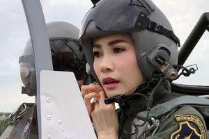 Hình ảnh Hoàng quý phi Thái lái máy bay, bắn súng gây bão mạng