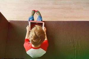 Màn hình điện tử đang khiến trẻ em xói mòn trí tưởng tượng