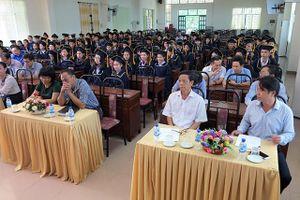 Trường Đại học Phạm Văn Đồng: Trao giấy chứng nhận tốt nghiệp tiếng Việt cho 113 lưu học sinh Lào