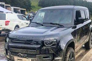 Land Rover Defender 2020 lộ diện trong phim James Bond mới