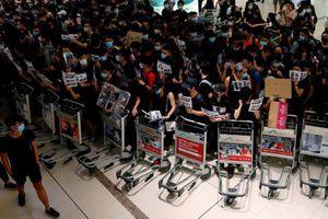 Hãng bay gặp khó về dòng tiền vì biểu tình Hong Kong