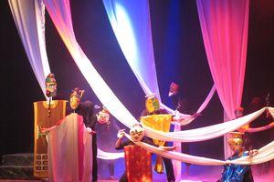 Lần đầu tiên nàng Kiều lên sân khấu rối