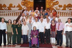 Thủ tướng Nguyễn Xuân Phúc gặp mặt các cán bộ trực tiếp phục vụ, bảo vệ Bác Hồ