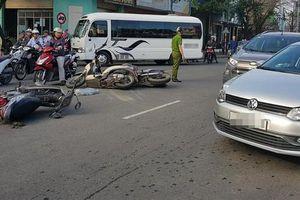Xe máy tông liên hoàn, 5 người thương vong