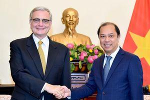 Thứ trưởng Ngoại giao Nguyễn Quốc Dũng tiếp Giám đốc Văn phòng LHQ về hợp tác Nam-Nam