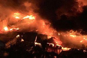 Hà Nội: Cháy ngùn ngụt tại Công ty Bóng đèn phích nước Rạng Đông