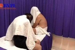 Bắt tại trận nhân viên tiệm massage bán dâm cho khách nước ngoài