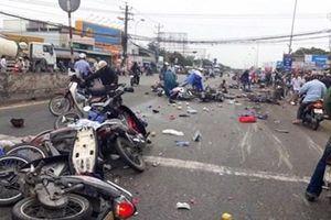 3 xe máy tông nhau kinh hoàng, 3 thanh niên tử nạn