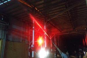 Đang cháy lớn tại công ty phích nước Rạng Đông, nguy cơ lớn cháy lan sang nhà dân