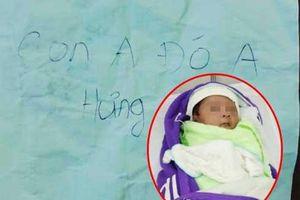 Cộng đồng mạng xôn xao khi bé trai 1 tháng tuổi bị bỏ rơi ngoài công viên kèm tờ giấy nhắn 'Con anh đó, anh Hưng'