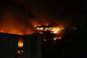 Không chế đám cháy tại Công ty Bóng đèn phích nước Rạng Đông, không để lan rộng