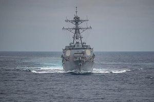 Mỹ cho tàu khu trục tên lửa áp sát đảo Trung Quốc tạo phi pháp ở Biển Đông