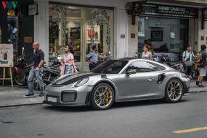 Cận cảnh Porsche 911 GT2 RS dạo phố Sài Gòn