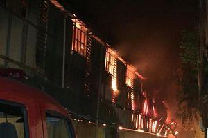 Cháy lớn tại kho công ty bóng đèn phích nước Rạng Đông