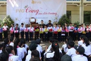 Tập đoàn FVG hỗ trợ 50 triệu đồng cho học sinh miền núi Quảng Nam