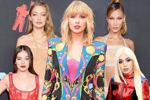 Taylor Swift tái xuất sang chảnh, 'đọ dáng' gợi cảm với chị em Hadid trên thảm đỏ MTV VMAs 2019