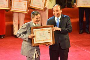 Thủ tướng Chính phủ Nguyễn Xuân Phúc: Các nghệ sĩ góp phần lan tỏa giá trị văn hóa Việt Nam ra thế giới