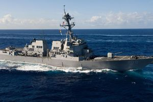 Tàu chiến Mỹ áp sát Vành Khăn, Chữ Thập, thách thức Trung Quốc