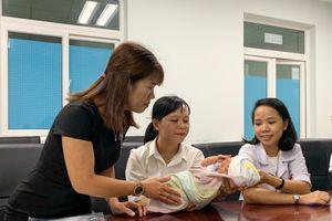 Cộng đồng giúp đỡ bé sơ sinh sứt môi bị bỏ rơi ở bệnh viện