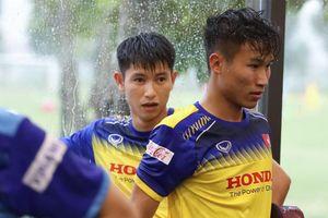 Tuyển thủ U22 Việt Nam vẫn tập luyện trong cơn mưa lớn