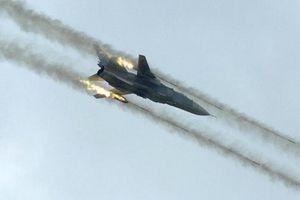 Không quân Nga phá nát đường hầm của khủng bố ở Latakia