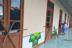 Quảng Bình: Học sinh nghỉ học, giáo viên căng mình gia cố trường lớp
