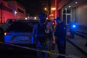 Quán bar bốc cháy dữ dội vì hứng bom xăng, 23 người thiệt mạng