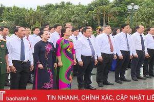 Lãnh đạo Hà Tĩnh dâng hương nhân kỷ niệm 50 năm thực hiện Di chúc Chủ tịch Hồ Chí Minh