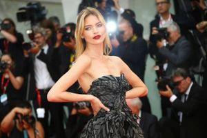 13 bộ váy đẹp nhất trong ngày khai mạc LHP Venice