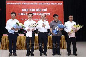 Bộ trưởng Bộ TT&TT Nguyễn Mạnh Hùng: Nhiều tờ báo chạy theo mạng xã hội, giật tít, câu view…