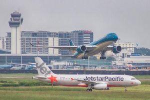 Nhiều hãng hàng không hủy hàng loạt chuyến bay do ảnh hưởng của bão số 4