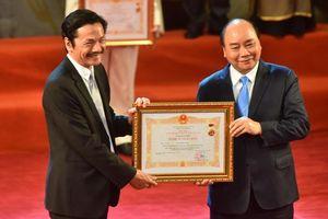 Lễ trao tặng danh hiệu NSND - NSƯT lần thứ 9: Nghệ sĩ Trần Hạnh nghẹn ngào; Trung Anh, Công Lý rạng rỡ trong hạnh phúc