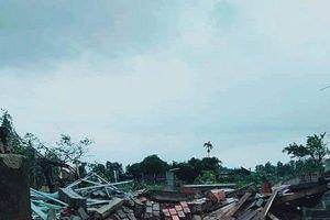 Lốc xoáy khiến hơn 40 căn nhà tốc mái, 2 người bị thương