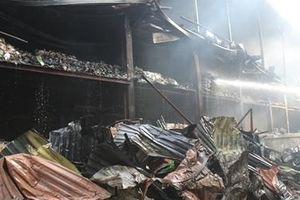 Hiện trường tan hoang sau vụ cháy tại nhà máy Rạng Đông