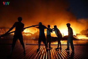 Cháy dữ dội ở Nhà máy Rạng Đông, thiệt hại vô cùng lớn