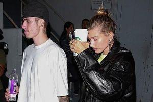 Justin Bieber xuống sắc rõ rệt khi đến Nhà thờ cầu nguyện cùng vợ trẻ