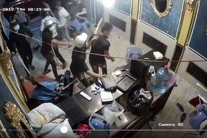 Bắt nhóm giang hồ đập phá nhà hàng ở quận 1, TPHCM