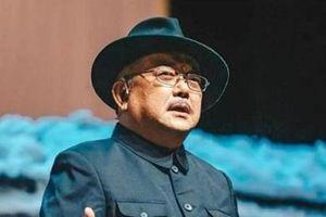 'Hòa Thân' Vương Cương 71 tuổi phải làm việc đến 4h sáng nuôi con nhỏ