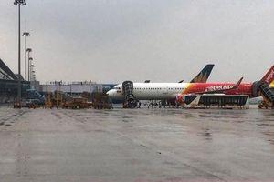 Đóng cửa sân bay Đồng Hới, Vinh đến 12 giờ trưa