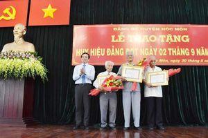 Hóc Môn: 72 đảng viên nhận Huy hiệu Đảng đợt 2-9