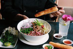 Cận cảnh quán ăn chuyên món Việt ở Bắc Kinh (Trung Quốc)