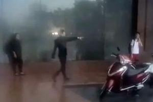 Bảo vệ khách sạn Grand Plaza đuổi người dân trú nhờ tránh giông lốc khủng khiếp ở Hà Nội: Quản lý nói gì?