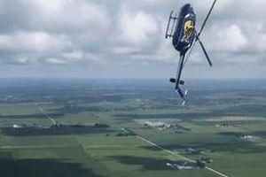 Trực thăng Mỹ biểu diễn màn lộn ngược rồi rơi tự do nguy hiểm
