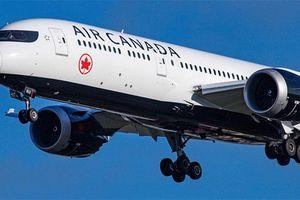 Hãng bay lớn nhất Canada nộp phạt 15.000 USD vì từ 'thang máy'