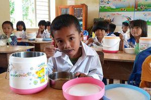 Tài trợ giáo dục: Làm sao để phụ huynh đồng hành cùng nhà trường?