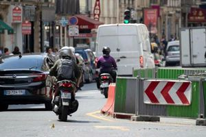 Pháp gắn thiết bị phát hiện xe nẹt pô trong thành phố