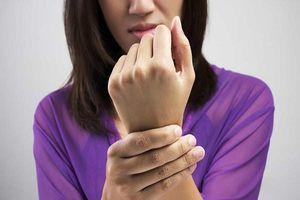 Tê tay: Dấu hiệu đơn giản cảnh báo loạt bệnh nguy hiểm